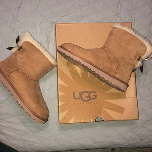 UGG boots w/ mini Bailey Bow